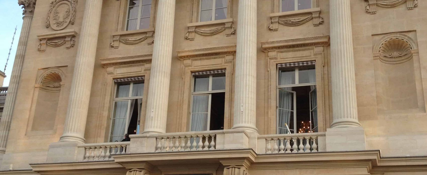 HOTEL CRILLON VUE D'ENSEMBLE-squashed